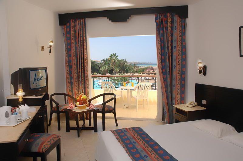 Отель Club Azur 4**